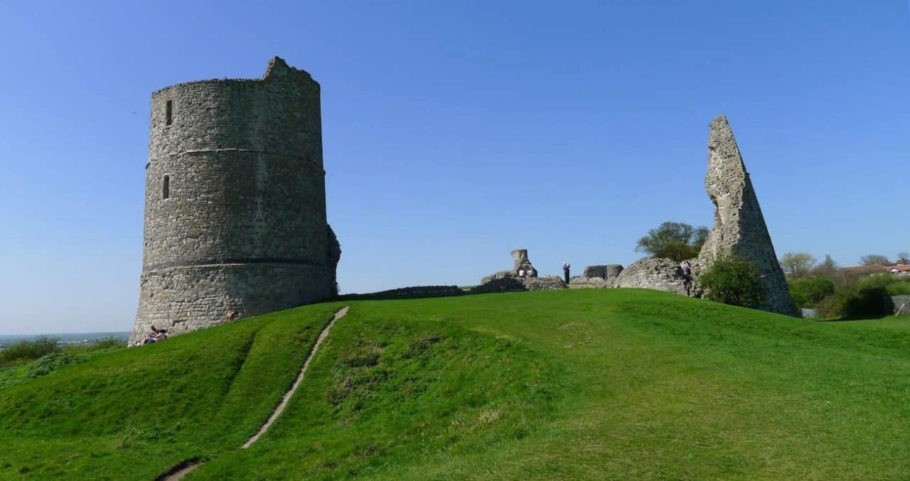 LOCAL OUTRAGE over plans to cover 800 year old Hadleigh Castle in GRAFFITI